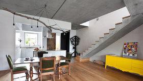 To musíte vidět! Domov postavili z betonu a zkrášlili ho přírodními prvky