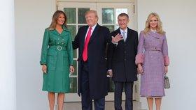 """""""Podívej, jak je pěkná."""" Trump lichotil Monice před Melanií, Babišová dala muži zákaz"""