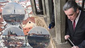 Stověžatá Praha na 7 000 fotkách. Najdete ze špičky Staroměstské radnice svou střechu?