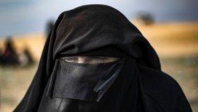 Přišla o ruku a prso. Musíte jí pomoct, prosí rodina nevěsty ISIS, která uvízla v Sýrii