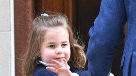 Noční můra prince Williama? Neumí učesat dceři Charlotte culík!