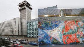 Skvost ze zlata v budově na Žižkově, kterou mají zbourat: Zachrání »vesmírnou« mozaiku?
