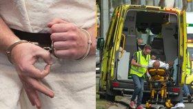 Mrtvých po teroru na Zélandu je už 50. Útočník stihl u soudu poslat vzkaz