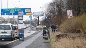 Nález mrtvoly na zastávce u Bulovky: Zřejmě šlo o náhlé úmrtí