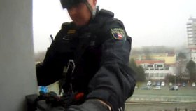 Dvouleté batole uvěznilo maminku na balkoně! Šílela hrůzou, na plotně totiž zůstal vroucí oběd