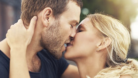 Smyslné líbací hry, které rozproudí váš sexuální apetit