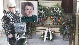 Falešná sestra na pohřbu Aťky Janouškové (†88): Dělá si nárok i na dědictví!