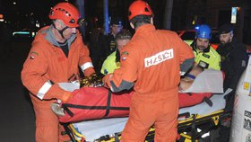 Zahučel do výtahové šachty na Vinohradech: Zraněného mladíka z hlubin vytáhli hasiči