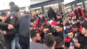 Hádka youtuberů skončila hromadnou rvačkou: Desítky fanoušků se do sebe pustily v centru Berlína!