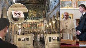 Kalousek plísnil Vondráčka za fotky z Vatikánu. Ten se brání: Měli jsme povolení
