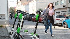 """Lime chce Praze za sdílené elektrokoloběžky platit. """"Nejdřív dodržujte pravidla,"""" zní z magistrátu"""