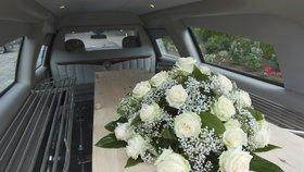 Pohřebák v Podkrkonoší ztratil rakev s nebožtíkem na silnici: Nebyl to apríl!