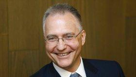 """Zeman je označil za """"čučkaře"""". Šéf BIS dostal v USA prestižní ocenění od CIA"""