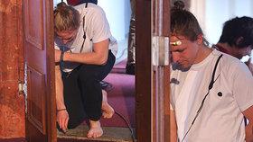 Bosý Tomáš Klus před koncertem: Bác hlavou do dveří, pak padl na kolena!