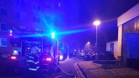 Dva mrtví v hořící kotelně v Kroměříži! Ženu převezla sanitka do nemocnice