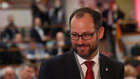 Kvůli koronaviru vyšetřovací komisi, volá opozice. Farský páčí informace z ministrů