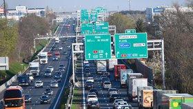 Česko dusí nedostatek dálnic. Utíkají nám kvůli tomu miliardy