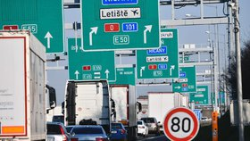 Prověrka zjistila selhání resortu dopravy. Nestíhá stavět dálniční váhy kamionů