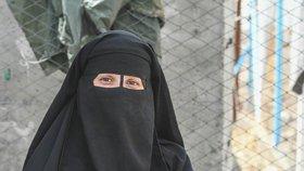 """""""Odchod byla chyba,"""" lituje nevěsta ISIS. Po návratu s dcerkou (2) skončila v cele"""