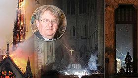 Dým od oltáře a déšť jisker: Svědek popsal apokalypsu uvnitř katedrály Notre-Dame