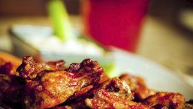 Kuřecí maso na gril 3x jinak. Křidélka s medem, špízy v jogurtu a pivní paličky