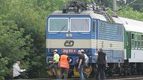 Další tragédie na železnici: Vlak na přejezdu v Poděbradech zabil člověka