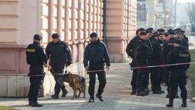 Policie evakuovala v Českém Těšíně 150 lidí: Kvůli podezřelým zavazadlům zavřeli hraniční přechod