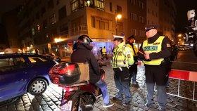 Víkendové uzavírky v Dlouhé zrušil soud: Radnice chce vjezd autům opět zakázat, hluku ubyl o dva decibely