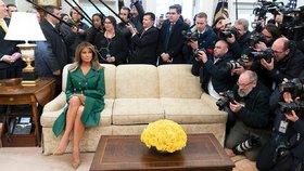 Trumpové se na narozeniny smějí za fotku bez Moniky Babišové. Koho všichni fotili?