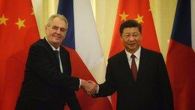 Hrad zkouší tlačit na Číňany: Když pošlete do Česka peníze, Zeman přeci jen poletí