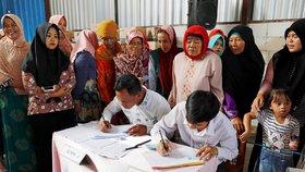 Kvůli volbám zemřelo 272 komisařů. Nepřežili supervolební den v Indonésii