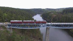 Rámusák unesl tři Sergeje: Přes most nad přehradou Hracholusky už zase pojedou vlaky