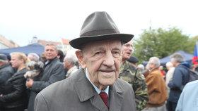 """Jakeš (97) má po návratu z LDN vážné potíže. """"Jsem nemocný,"""" tvrdí bývalý papaláš KSČ"""