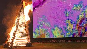 """Takhle vypadalo pálení čarodějnic z družice: Němci to """"rozjíždí"""" víc než Češi"""