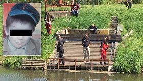 Zoufalé pátrání po Ivánkovi: Potápěči hledají v řece, policie u trati i v zahradách