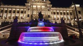 Rozsvícený Petřín, videomapping na Národním muzeu i fontána v barvách trikolory: Pražské památky vzdají hold štědrosti