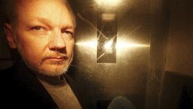 Assange má vážný problém: Švédové ho znovu obviní ze znásilnění