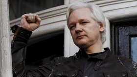 Švédové na Assange viněného ze znásilnění nedosáhnou. Zakladatel WikiLeaks zůstává v Británii
