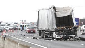 Nehoda na D1: Havárie kamionu zablokovala dálnici u Přerova v obou směrech