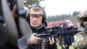 Babiš chce posílat vojáky na mise bez souhlasu parlamentu. Popudil Hamáčka i opozici