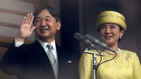 Nový císař Naruhito pozdravil tisíce Japonců. Viděli i císařovnu Masako