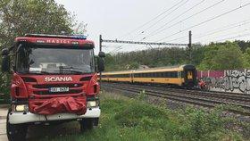 Tragédie na kolejích: Mezi Prahou a Hostivicemi usmrtil vlak ženu