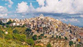 Výprodej vrcholí: V Itálii prodávají domy za 26 korun, koupit si je můžete i vy