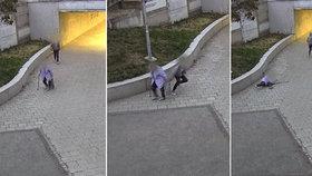 Zbabělý útok na bezbrannou babičku (80)! Neurvalec (17) ji strhl k zemi a okradl