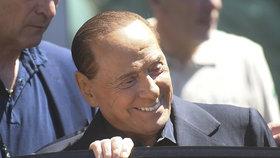 Berlusconiho po operaci střev pustili z nemocnice. Bál se, že je s ním konec
