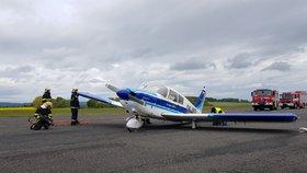Dramatické nouzové přistání u Příbrami: Stroj měl poškozený podvozek