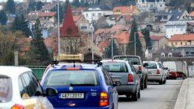 Zbraslav trápí doprava: Prověří možnost zklidnění okolí vlakového nádraží