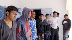 46 migrantů v nouzi vytáhli Tunisané z moře. 65 se jich předtím utopilo