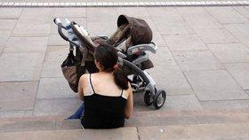 Matka s kočárkem se motala po ulici: Nadýchala téměř 4 promile!