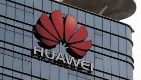 """Huawei pomocí """"super kamery"""" špehuje lidi, mají jasno milovníci konspirací"""